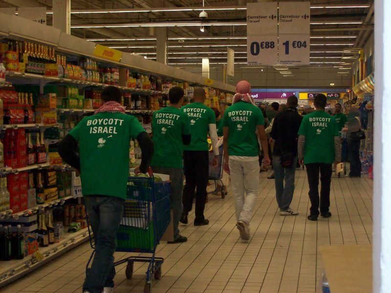 Appel au boycott d'Israël dans un supermarché Carrefour