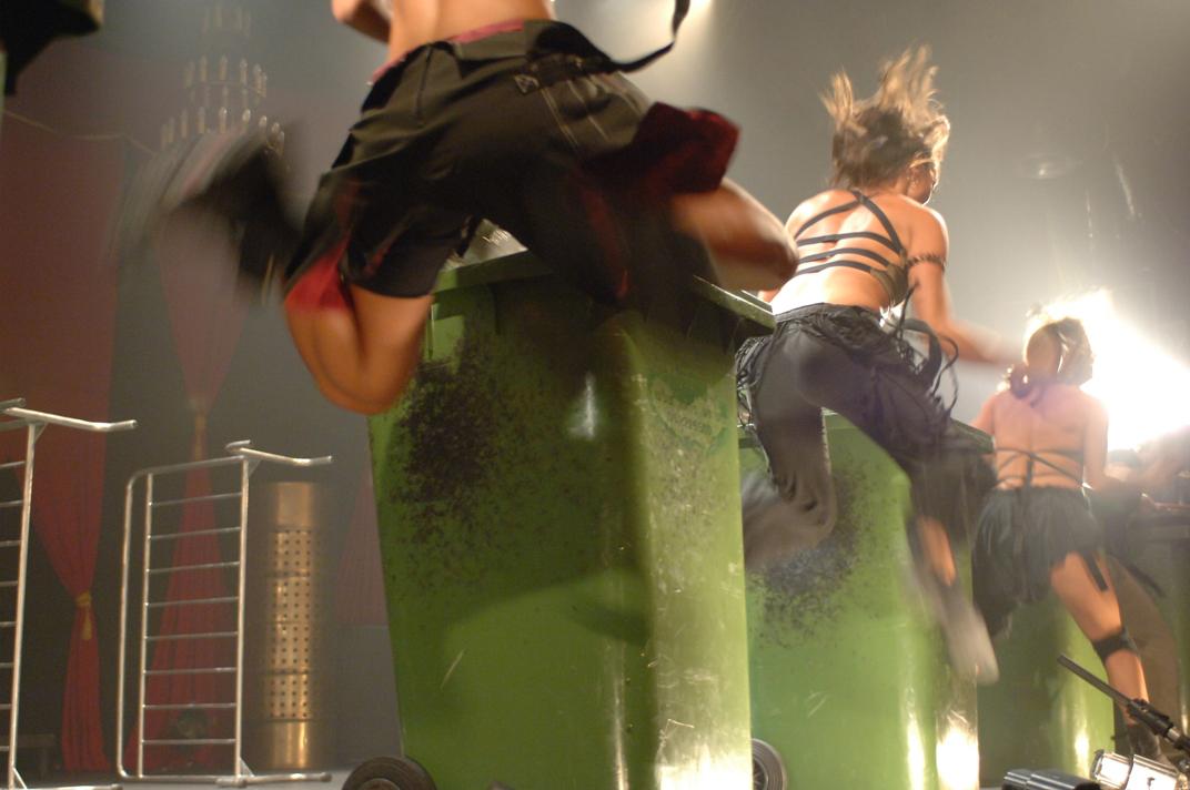 Danser avec des poubelles, compagnie israélienne Mayumana