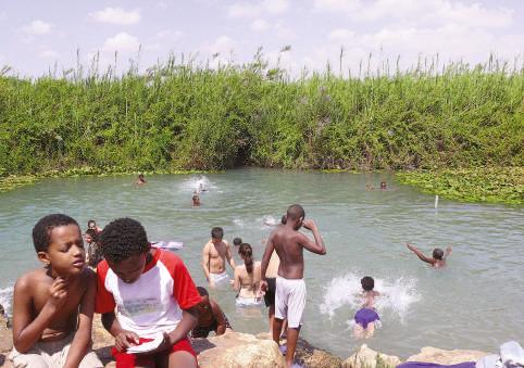 Le fleuve Yarkon en amont de Tel-Aviv