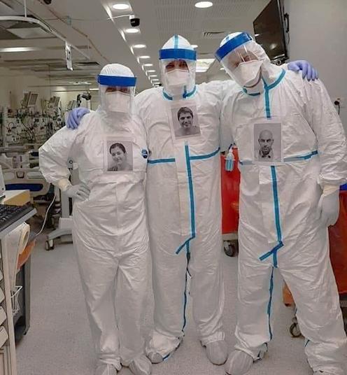 Soignants israeliens de coronavirus avec leur photo