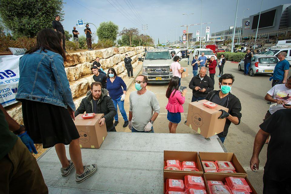 Distribution de nourriture à Rishon Letsion avant Pessah avril 2020