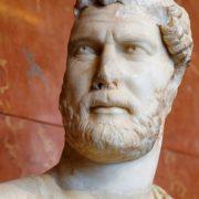 Statue de l'empereur Hadrien vers 127-128 après J.-C., musée du Louvre