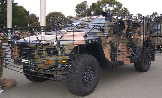 Véhicule équipé du système de défense Plasan contre les roquettes RPG et contre les mines