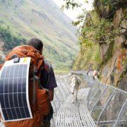 Apollo power panneau solaire flexible sur sac à dos de randonneur