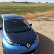 Une voiture Renault qui expérimente les panneaux solaires d'Apollo power