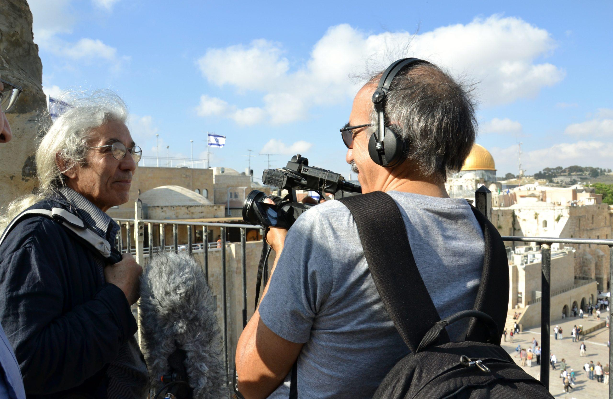 ISRAEL le voyage interdit Jean-Pierre Lledo filme l'écrivain algérien Boualem Sansal face au Kotel (Mur occidental)
