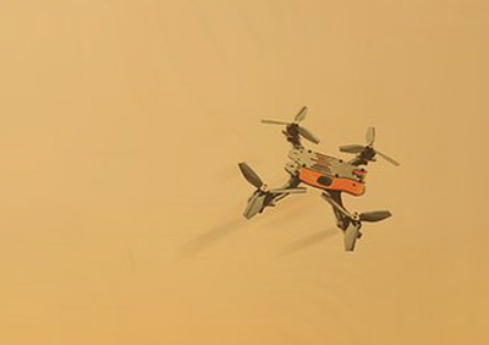 Drone à quatre hélice de la société Xtend