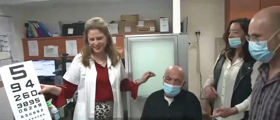 La professeure Irit Bahar (gauche) et son patient Jamal Furani (à droite, sa fille)