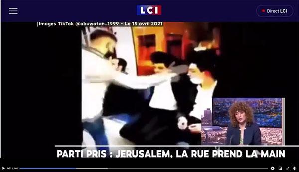 Capture d'écran de Tik Tok montrant un musulman giflant un Juif dans un bus à Jérusalem, avril 2021