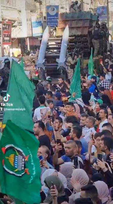 """Le Hamas organise des défilés de la """"victoire"""" dans la bande de Gaza après le cessez-le-feu du 21 mai 2021"""